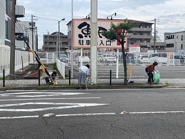 駅前歩道の掃除(7月)