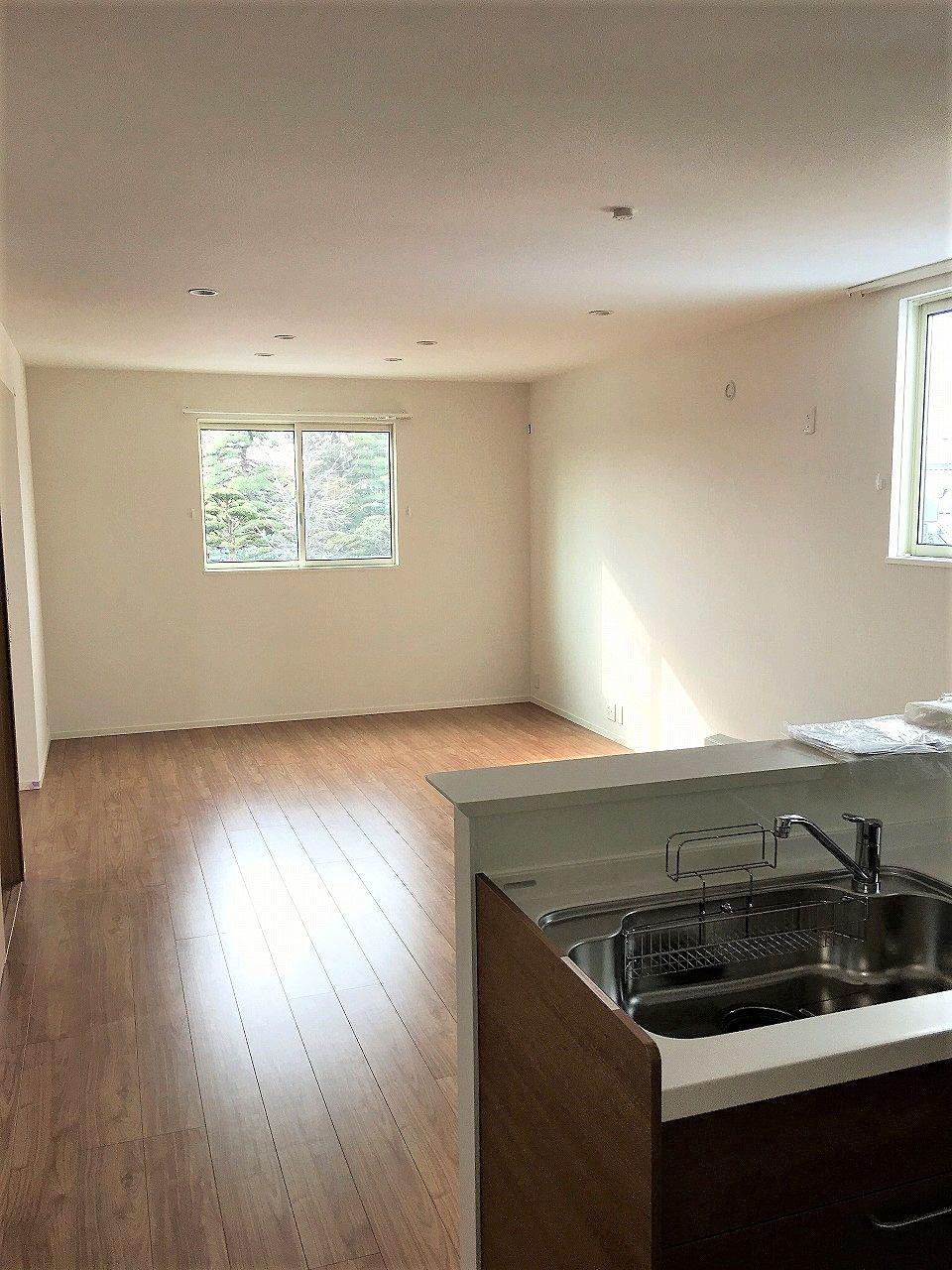 キッチンからLDが良く見え、LD左奥がサンルームになります。