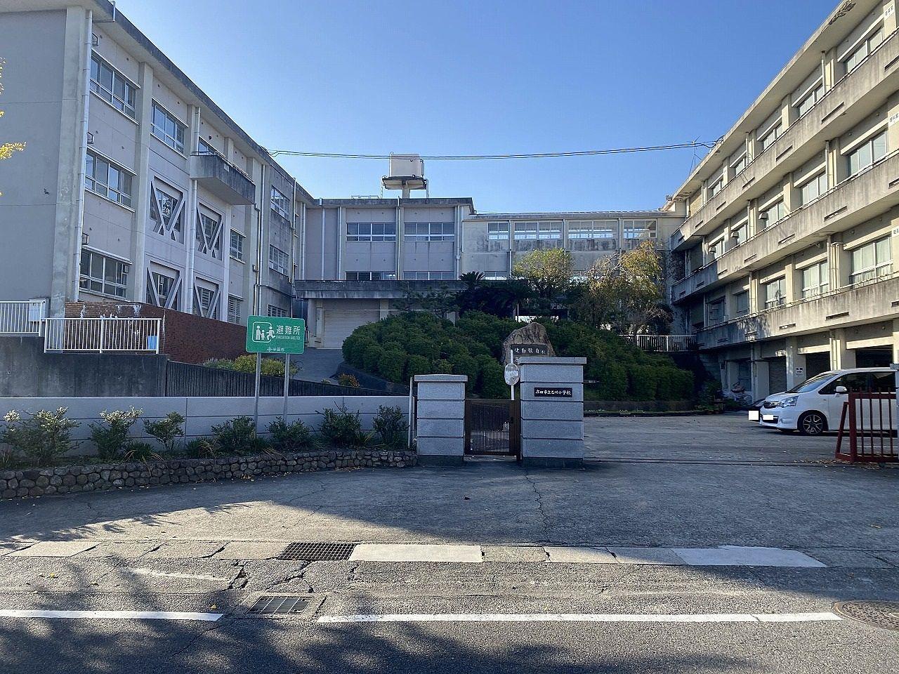 明治5年に乙川郷学校が光照寺に開校されて以来、146年の歴史をもつ小学校