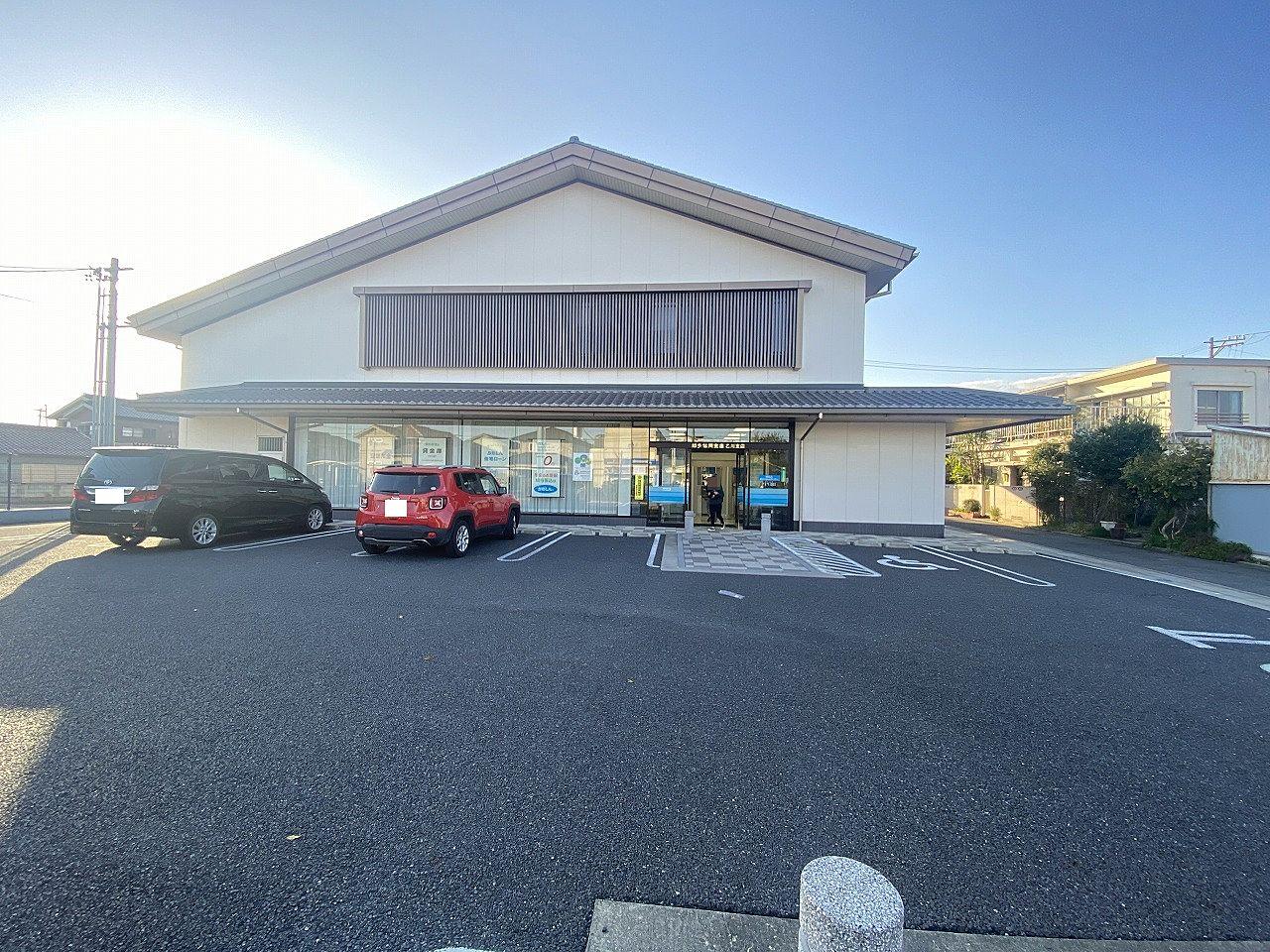 半田市に本店を置く信用金庫。通称「ちたしん」。銀行・信用金庫の中で唯一、 知多半島の5市5町すべてに店舗を展開している。