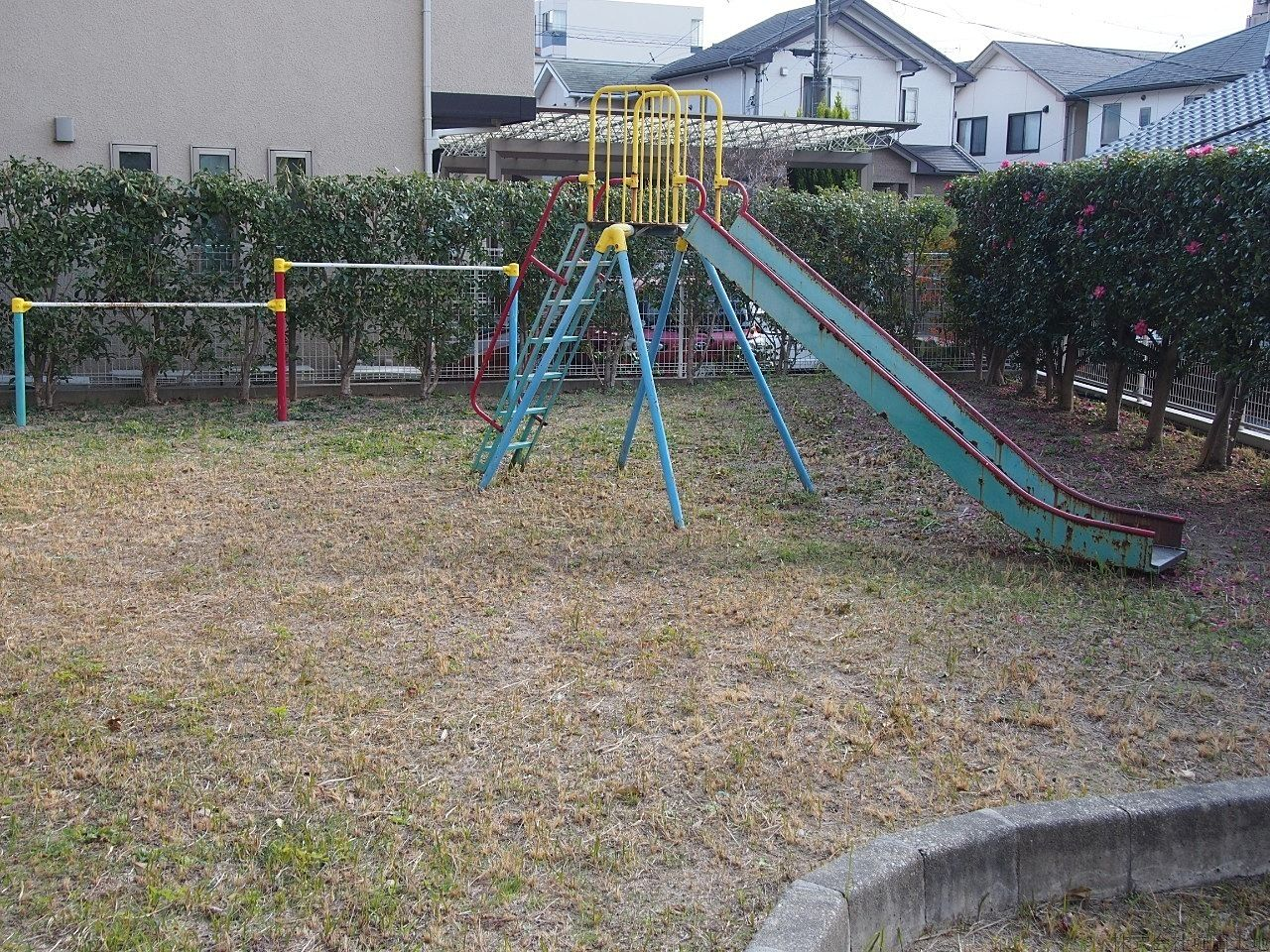 マンション専用の小さな公園はめど届く広さで安心◎