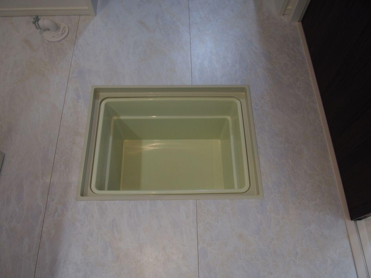 床下点検口が2ケ所あり、水回りの点検がしやすい。メンテナンスしやすい家は、家を長持ちさせます。
