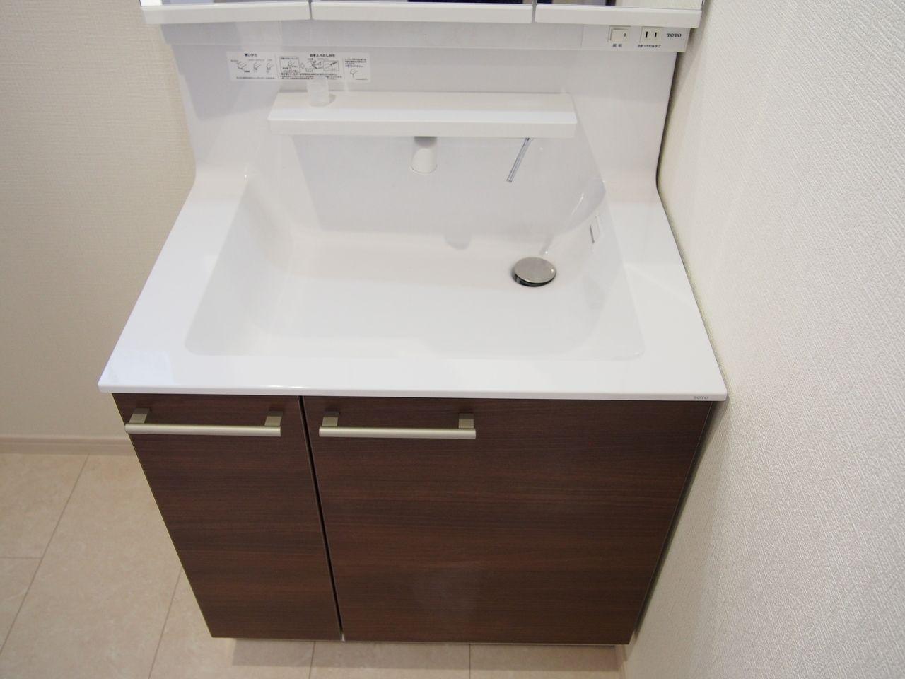 洗面器はつなぎ目のない一体成形なので、汚れにくく、お掃除もかんたんです。