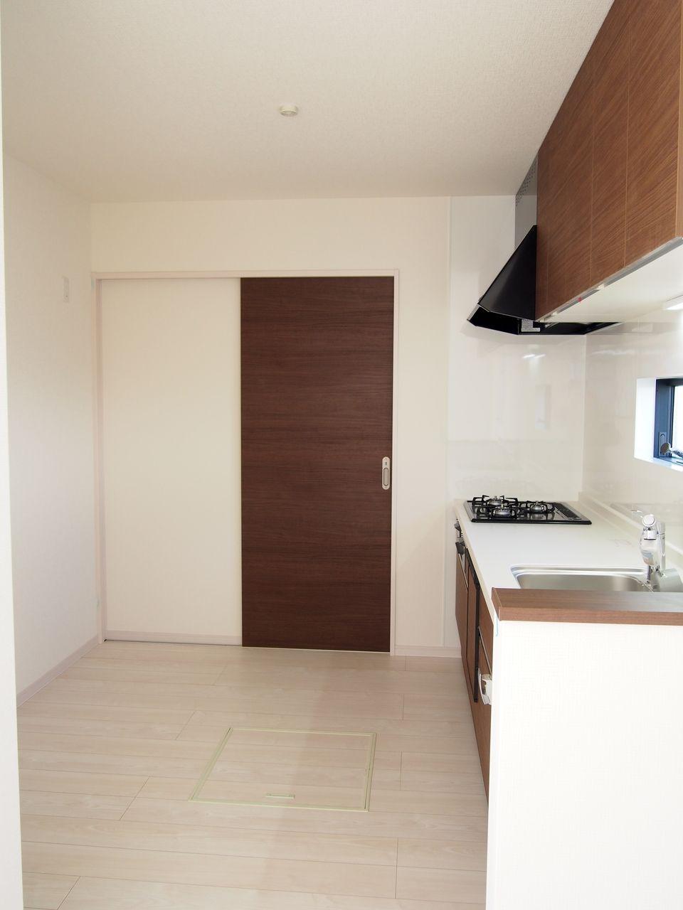 食器棚をおいても作業スペースが広い。