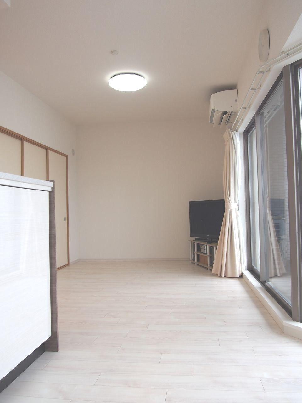 LDKで17帖 ダイニング・リビングは床暖房が設置されています。空気を汚さず、足元からお部屋を暖めてくれます。