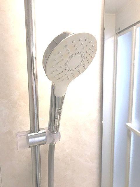 TOTO独自の水流技術により浴び心地はそのままに大幅節水。スプレーシャワーと組み合わせることで、節水とともに適度な刺激感のある浴び心地を実現。