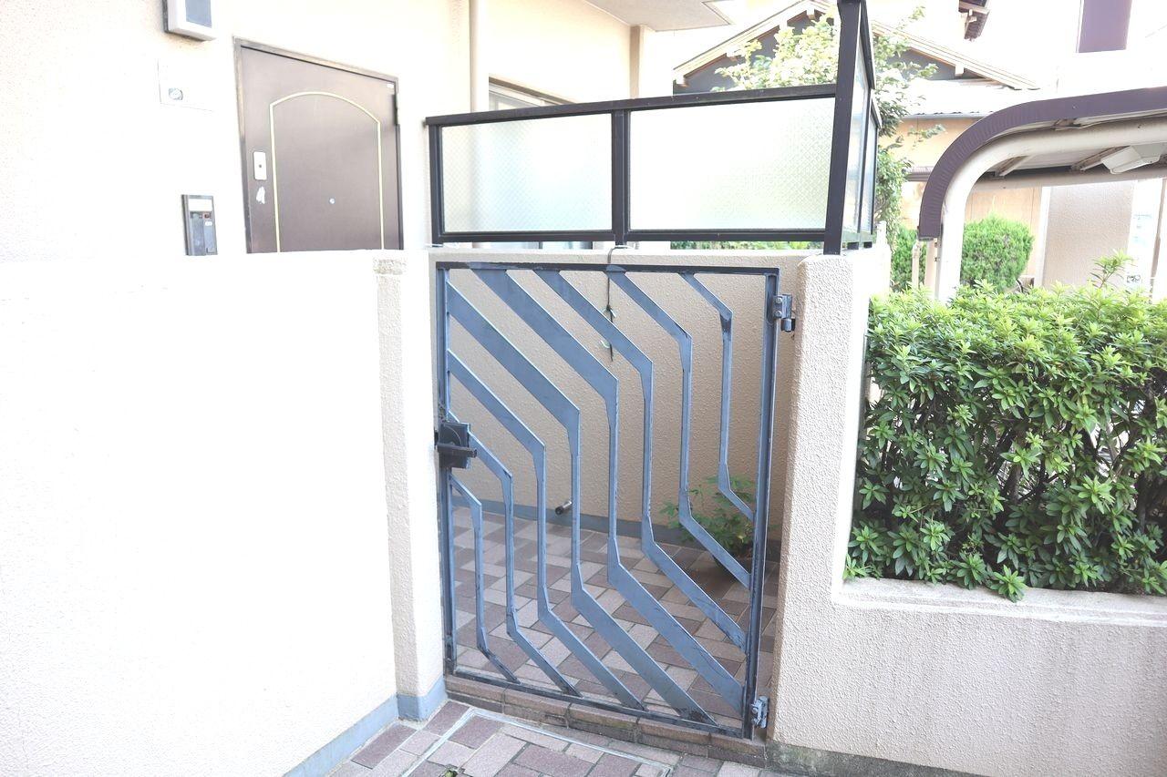 アルコーブがあることで、玄関と共用廊下の間にスペースが設けられるので、プライバシーが守られやすくなります。