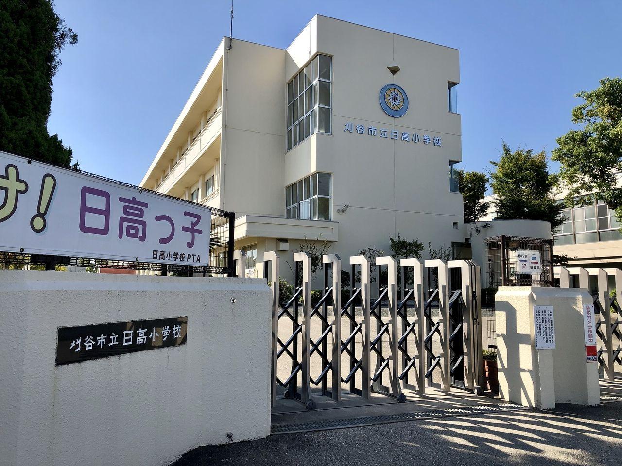 約746m 1980年(昭和55年)4月1日に刈谷市立日高小学校が開校した。刈谷市11番目の小学校である。刈谷市立刈谷東中学校の学区に含まれている。