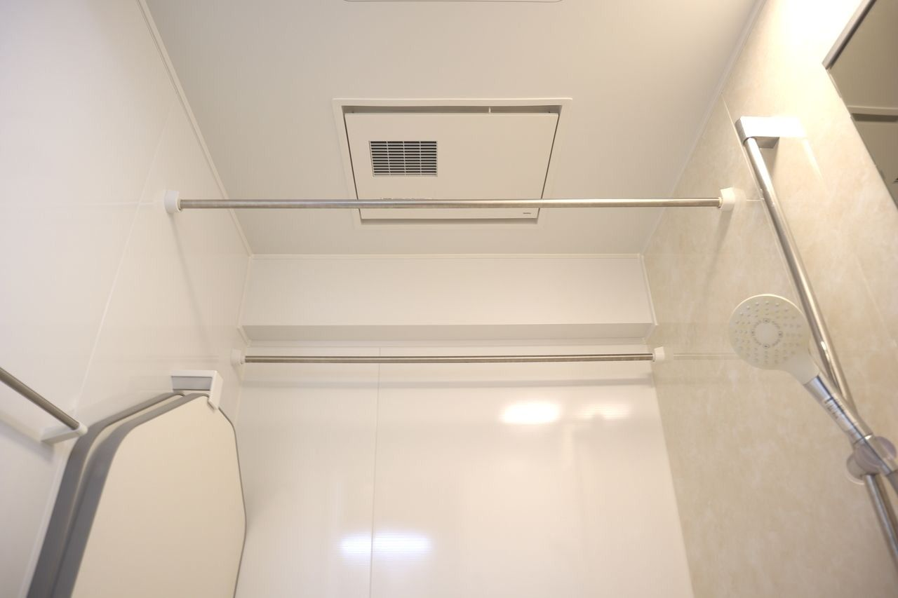 寒い日の入浴に、安心・安全な暖房機能付き。 一気に浴室を暖めていつも快適なバスタイムに。