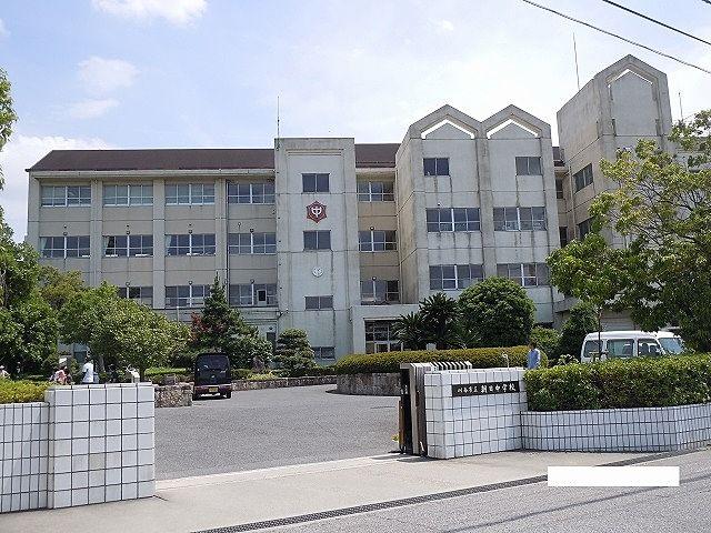 1988年(昭和63年)4月1日 - 刈谷市立依佐美中学校から分離独立して開校