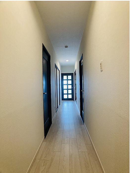 玄関からリビングに向けて撮影