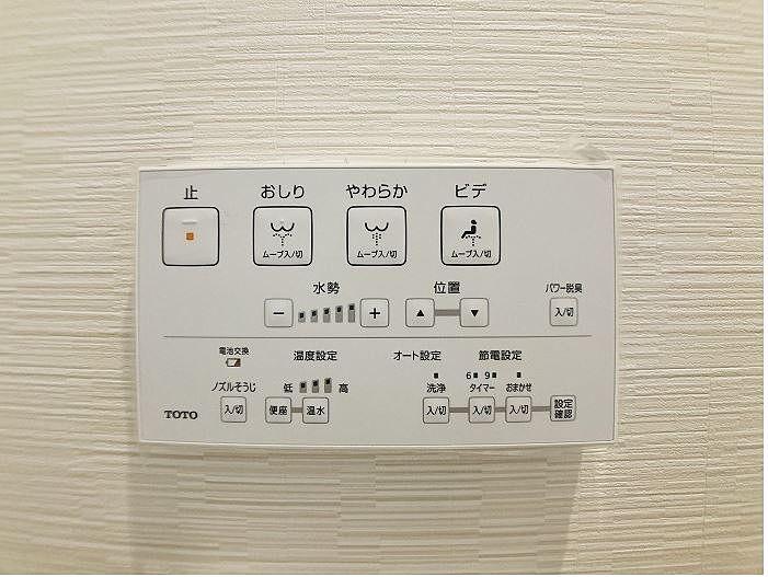 「ノズルそうじ」ボタンを押すと自動でノズルが出て、再度「ノズルそうじ」スイッチを押すとノズルが戻る 。 ノズルそうじスイッチを押さなかった場合、約5分後に自動的に戻ります約5分後に自動的に戻ります。